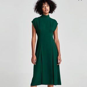 NWT Zara pleated midi dress 🙌